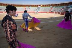 Bullfighters с накидкой перед боем быков Стоковая Фотография