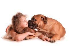 Bullmastiff de fille et de chien Photographie stock