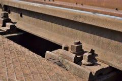 Bullone arrugginito, vecchi binari ferroviari Fotografia Stock Libera da Diritti
