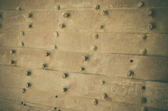 Bulloni su fondo di legno Fotografia Stock