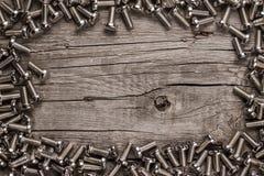 Bulloni sulla tavola di legno fotografie stock