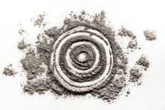 Bullseye, στόχος, κύκλος, σχέδιο μορφής κύκλων στη σκόνη, τέφρα, ρύπος Στοκ φωτογραφία με δικαίωμα ελεύθερης χρήσης