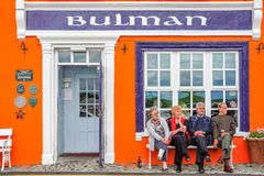 Bulman Bar & Toddies. Patrons enjoy each other`s company outside the renowned Bulman Bar in Kinsale, Ireland Royalty Free Stock Photos