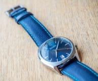 Bulova蓝色拨号盘手表 库存图片