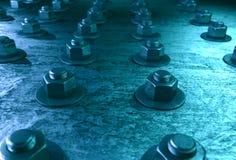Bultar på stålplätering med blåtttonen Arkivfoto