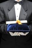 Bulter met Diploma Royalty-vrije Stock Afbeeldingen
