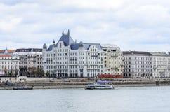 Bulwar Budapest domy i rzeczny Danube obrazy royalty free