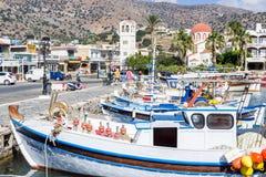Bulwar małego elita turystyczny miasteczko - Elounda zdjęcia stock