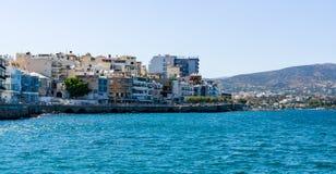 Bulwar małego elita turystyczny miasteczko - Elounda fotografia royalty free