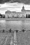 Bulwar Moskva Rzeka dziewczyn czarny kryjówki obsługują koszulowego fotografia biel s Fotografia Stock