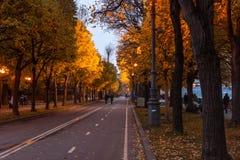 Bulwar Moskwa rzeka w jesieni Zdjęcie Stock