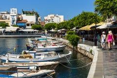 Bulwar nabrzeżny elita turystyczny grodzki Agios Nikolaos obraz stock