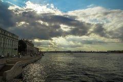 Bulwar Neva rzeka w St Petersburg fotografia stock