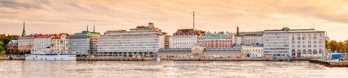 Bulwar W Helsinki Przy lato zmierzchu wieczór Zdjęcia Royalty Free