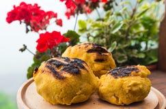 Bulz romanian grillade polentaen med ost Royaltyfri Bild