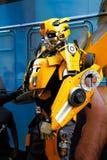 Bumblebee το κοστούμι ρομπότ εκτελεί Στοκ Φωτογραφίες
