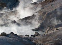 Bumpass Hölle im Lassen-vulkanischen nationalen Durchlauf stockbilder