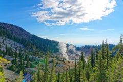 Bumpass-Hölle in vulkanischem Nationalpark Lassens Stockbild