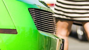 Bumper van Groene Sportieve Auto bij Tentoonstelling stock video