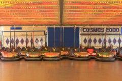Bumperauto's van een gesloten pretpark Royalty-vrije Stock Afbeeldingen