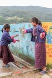 Bumthang,不丹- 2016年9月14日:学生在Wangdicholing初中在Jakar, Bumthang,不丹 免版税图库摄影