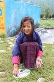 Bumthang,不丹- 2016年9月14日:学生在Wangdicholing初中在Jakar, Bumthang,不丹 库存照片