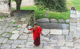 Bumthang, Μπουτάν - 13 Σεπτεμβρίου 2016: Μοναχός στο Kurjey Lhakha Στοκ Εικόνα