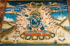 Bumthang, Бутан - 14-ое сентября 2016: Wrathful бодхисаттва Vajrapani на тибетской картине tangka в виске в Bumthang, Бутане стоковое фото