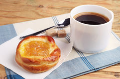 Bun with jam and cup of coffee Stock Photos