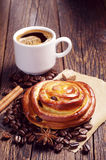 Bun with raisins and coffee Royalty Free Stock Photo