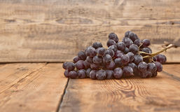 Bunch black grapes Royalty Free Stock Photography
