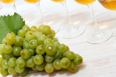 Bunch of ripe muscat grapes. And wine glasses with white wine Stock Photography