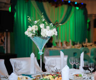 Bunch of white roses at a festive wedding table Royalty Free Stock Photography