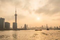 Bund Шанхай на заходе солнца Стоковая Фотография