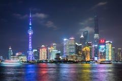 Bund de Changhaï dans la nuit Photographie stock libre de droits