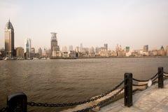 Bund linia horyzontu z naprzeciw Huangpu rzeki w Szanghaj zdjęcia royalty free