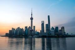 Bund wschód słońca Kwiecień 16 2018 w Szanghaj Chiny obrazy royalty free