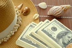 Bundels van Shells van de het Strohoed van 100 Amerikaanse dollarsbankbiljetten Stock Afbeelding