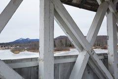 Bundelstralen van historische, witte behandelde brug, Groveton, Nieuwe Ham Royalty-vrije Stock Afbeeldingen