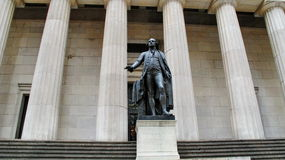 Bundes-Hall mit Washington Statue auf der Front, Manhattan, New York City Stockfotos