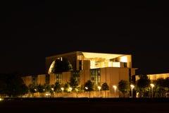 Bundeskanzleramt федеральное - немецкая ноча chancelleryat стоковая фотография rf