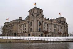Bundestag auf Fluss Stockfotografie