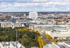 Bundestag de bouw en de Poort van Brandenburg in Berlijn, Duitsland stock afbeelding