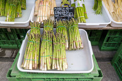 Bundles of asparagus on Naschmarkt in Vienna Stock Photography