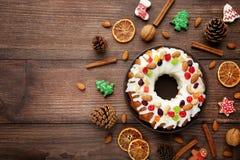 Bundt tort z piernikowymi ciastkami zdjęcia royalty free
