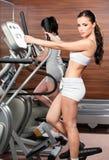 Übung in der Gymnastikmitte Stockfotografie