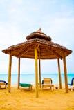 Bungalo van het strand met bedden het is schaduw Royalty-vrije Stock Foto