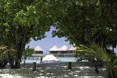 bungalowów wyspy o kurortu tropikalna woda Fotografia Stock