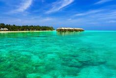 bungalowów wyspy tropikalna woda Zdjęcie Stock