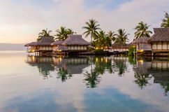 Bungalow di Overwater, Polinesia francese Immagine Stock Libera da Diritti